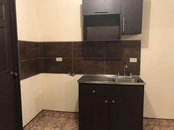 Alquilo apartamento. info al 8389-9595