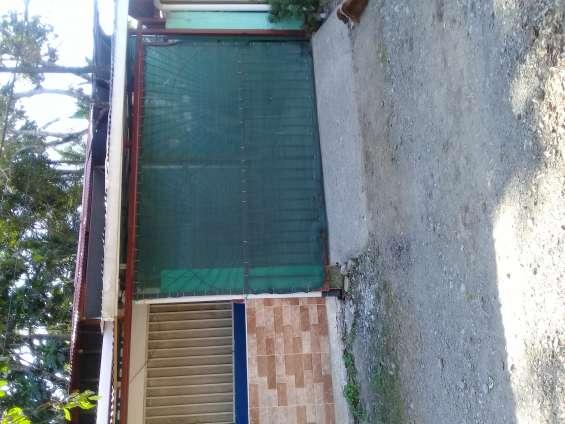 Frente y entrada al garaje del apartamento