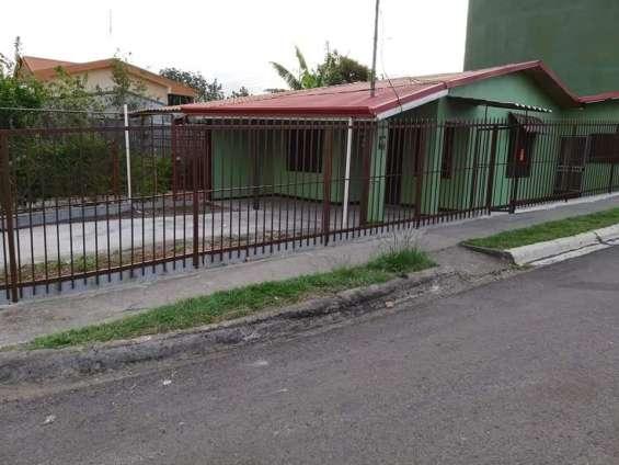 Se vende linda casa muy centrica en palmares, alajuela.