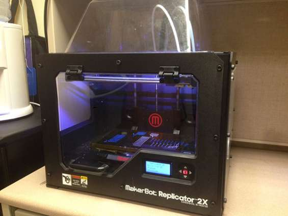 Makerbot replicator 2x 3d printer