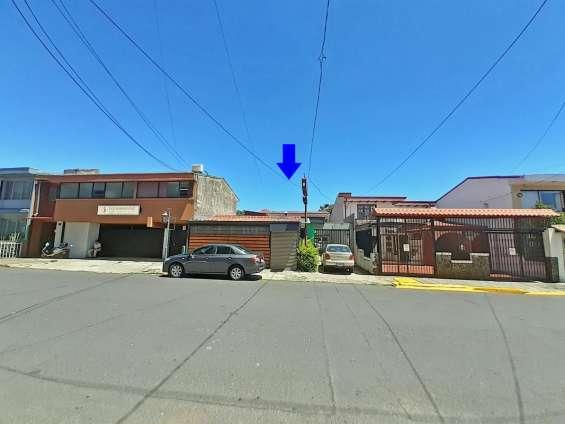 Venta o alquiler de casa y local comercial, barrio escalante
