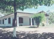 Se vende casa en nicoya, guanacaste. a 2 minutos del centro, a 1km. de la escuela