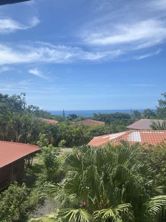 Propiedad única con vista al mar con tres casas en 2754 m², 3 min. a la playa de montezuma