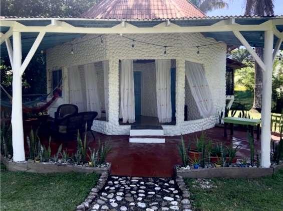 Casa redonda, encantadora y funcional cerca de la playa cabuya en venta